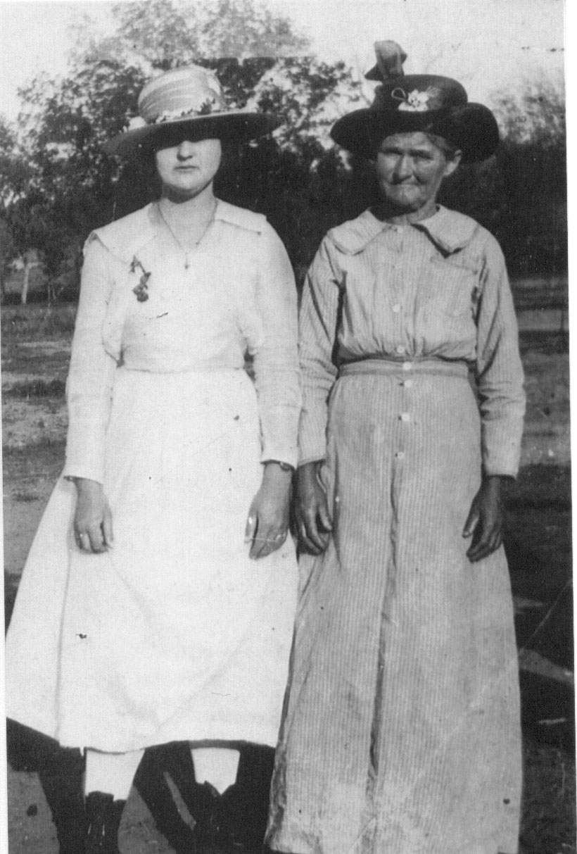 Laura Anderson and her mom Rosa Nell McFarland ( Oscar F. McAnally's half sister